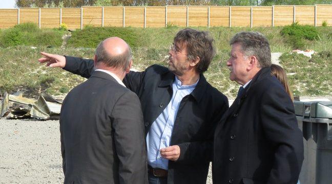 Le maire (EELV) de Grande-Synthe Damien Carême, au milieu, avec le préfet du Nord Michel Lalande, à droite – O. Aballain / 20 Minutes
