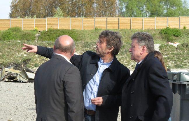 Le maire (EELV) de Grande-Synthe Damien Carême, au milieu, avec le préfet du Nord Michel Lalande, à droite - O. Aballain / 20 Minutes