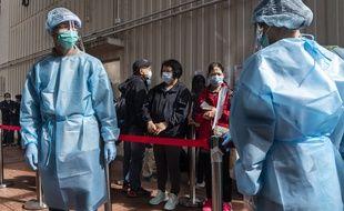 Une file d'attente pour se faire dépister à Hong Kong, en Chine, le 30 novembre 2020.