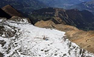 Déjà vidangée en 2010 et 2011, la poche d'eau du glacier de Tête-Rousse, dans le massif du Mont-Blanc, qui menaçait d'inonder la vallée de Saint-Gervais, est pleine depuis ce printemps et pourrait être de nouveau pompée en septembre, ont indiqué mardi la mairie et la préfecture de Haute-Savoie.
