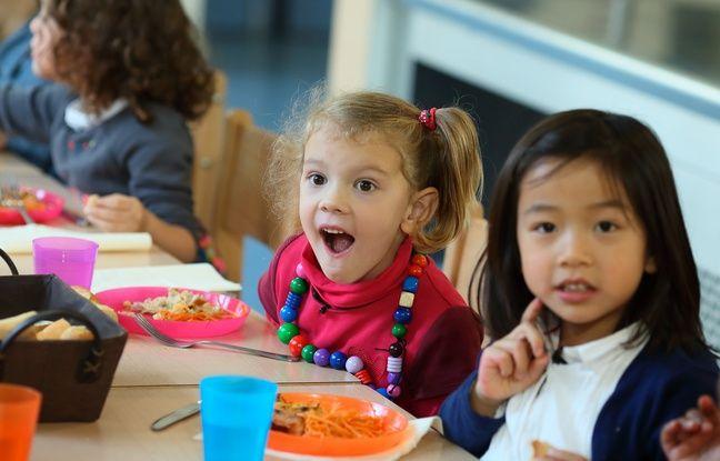 Charline et Célestine, deux des enfants qui participent au documentaire La vie secrète des enfants.