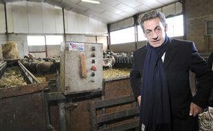 L'ex-président Nicolas Sarkozy en visite dans un élevage aveyronnais le lundi 8 février 2016