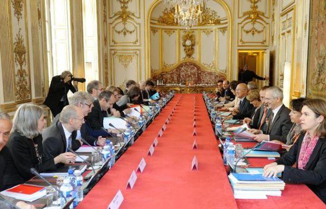 La «conférence de méthode» a réuni les partenaires sociauxle 5 juin 2012 à Matignon