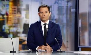 Benoît Hamon, ministre de l'Education sur le plateau du journal de 20h de France 2 avant d'annoncer sa démission à Paris, le 25 août 2014