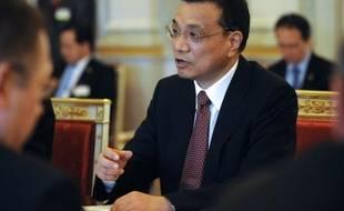 Le probable futur Premier ministre chinois Li Keqiang estime que la Chine est toujours prête à aider les pays de la zone euro empêtrés dans la crise de la dette souveraine, dans une tribune publiée par le Financial Times mercredi.