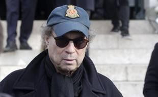 Le réalisateur Dennis Berry lors des obsèques de son épouse Anna Karina le 22 décembre 2019 au cimetière du Père-Lachaise à Paris.