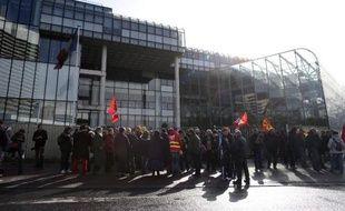 Manifestation d'employés de FagorBrandt devant le tribunal de Nanterre, le 27 février 2014