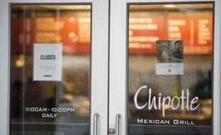 Un restaurant Chipotle fermé, à Boston, dans le Massachusetts le 8 décembre 2015