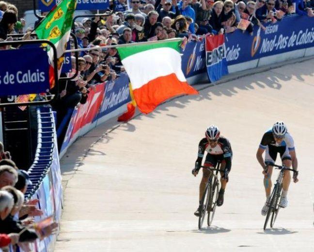 Cancellara, entré en tête, a contraint son compagnon à passer en tête. Puis, il a attendu la dernière ligne droite pour le déborder au final d'une longueur bien que Vanmarcke l'ait obligé à remonter vers le milieu de la piste.