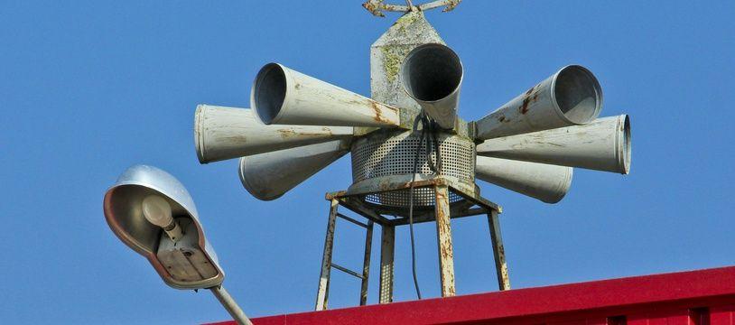 Des haut-parleurs diffusants des sirènes d'alerte (illustration)