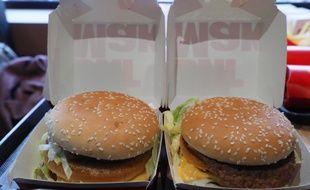 Dans un McDonald's. Illustration.