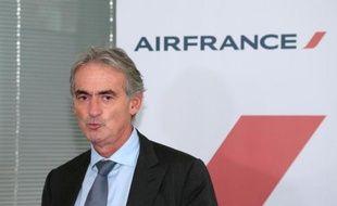 Le nouveau plan de départs volontaires chez Air France concernera 1.826 postes au sol dont 582 affectés au hub de Paris-Charles de Gaulle et 591 dans ses escales de province, a annoncé vendredi la compagnie à l'issue d'un Comité centre d'entreprise.