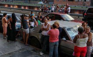 Des habitants de Caracas se sont retrouvés dans la rue après le séisme d'une magnitude de 6,3 le 21 août 2018.