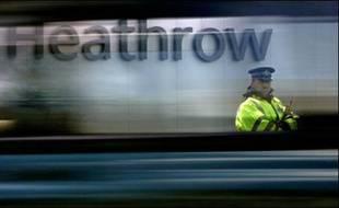 """La police britannique a indiqué dimanche progresser rapidement dans son enquête sur les trois attentats manqués de Londres et de Glasgow, aux liens """"évidents"""" et pour lesquels elle a procédé à une cinquième arrestation."""