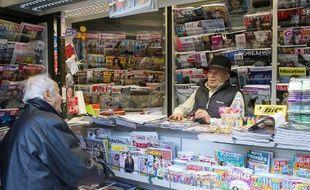 Kiosque à journaux dans le dixième arrondissement de Paris