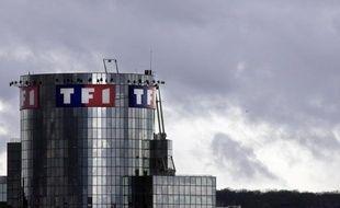 Le groupe diversifié Bouygues a annoncé mardi que ses comptes avaient plongé dans le rouge au premier trimestre 2013 et qu'il préparait de nouvelles mesures d'économies chez sa filiale de télévision TF1.