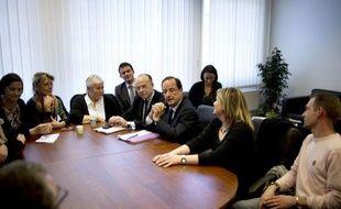 """François Hollande s'est engagé lundi, s'il est élu, à autoriser la levée du secret défense sur tous les documents concernant l'affaire Karachi et à laisser les juges travailler """"en toute indépendance"""""""