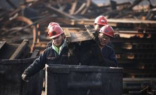 Des ouvriers d'une mine de charbon à Huaibei, en Chine, le 21 décembre 2015 (illustration).