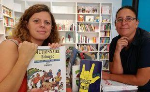 Delphine et Nathalie, atteintes de surdité, viennent d'ouvrir à Toulouse la première librairie spécialisée jeunesse et Langue des signes.