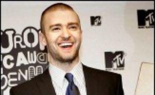 La vedette pop américaine Justin Timberlake, maître de cérémonie de la 13e édition des MTV Europe Music Awards, a remporté deux prix jeudi soir, devant des milliers de fans enthousiastes, au centre des expositions de Bella Center, près de Copenhague.