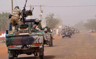 Il s'agit des premiers attentats du genre dans l'histoire de ce pays sahélien très pauvre engagé depuis début 2013 au Mali voisin, aux côtés de troupes françaises et africaines, contre des mouvements djihadistes.