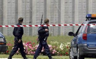 Un surveillant de la centrale de Moulins-Yzeure (Allier) est retenu en otage depuis le début de la matinée par un détenu armé d'un poinçon
