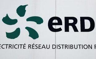 """Quelque 2.500 foyers et entreprises de la commune de Carros, près de Nice, sont invités à participer à une expérimentation de """"quartier solaire intelligent"""" visant à mieux intégrer la production photovoltaïque privée au réseau électrique existant, ont indiqué vendredi des partenaires de cette opération."""