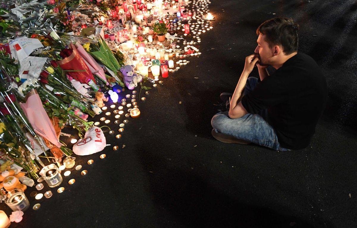 Des hommages sont rendus aux victimes du terrible attentat qui a frappé Nice le 14 juillet 2016. – AFP
