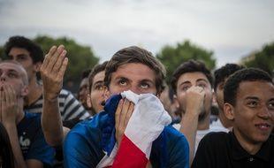 Des supporters dans la fan zone de Nice, lors de la demi-finale entre la France et la Belgique