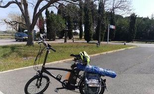 Le vélo sur lequel circulait le cambrioleur présumé, sur l'autoroute