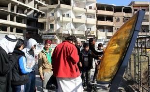 Des habitants de Raqqa le 24 décembre 2014.
