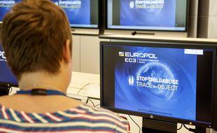 Europol a diffusé mardi 27 octobre le visage de 19 fugitifs les plus recherchés en Europe.