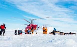 Les 52 passagers du navire russe bloqué dans les glaces de l'Antarctique depuis plus d'une semaine ont été secourus par hélicoptère et se trouvaient à bord d'un navire australien, ont annoncé jeudi les sauveteurs.