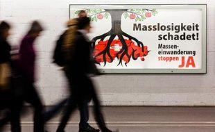 Les marchés financiers sont restés de marbre lundi après le rejet par les Suisses de la libre circulation européenne, tout en s'interrogeant sur les futures relations du pays avec l'Europe, son premier partenaire commercial.