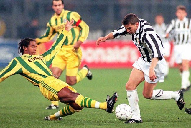 Le défenseur nantais Eddy Capron face à la Juventus en 1996.