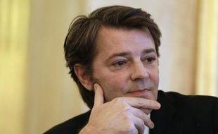 """L'ancien ministre François Baroin affirme dans un entretien à L'Express que l'UMP doit """"rétablir le barrage établi par Jacques Chirac"""" face au Front national, en déplorant une """"trop grande porosité"""" entre les deux partis et en demandant de revoir la stratégie du """"ni FN-ni PS""""."""