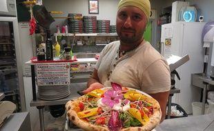 Claudio Nigro prépare ses pizzas avec une farine au chanvre