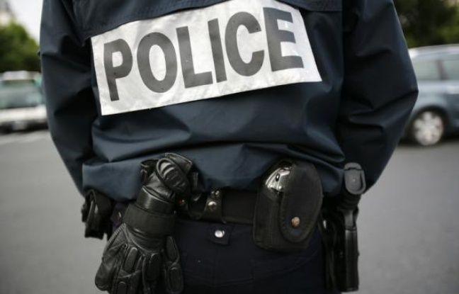 Une adolescente de 17 ans a été blessée à l'oeil lors d'un contrôle dans les transports publics lyonnais par un policier, qui a fait usage de sa bombe lacrymogène, a-t-on appris jeudi auprès de l'avocat de la jeune fille et de la police.