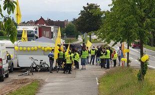 Le QG mobile des « gilets jaunes » de Molsheim.