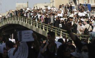 Des manifestants pendant la marche silencieuse du 17 juin 2009 à Téhéran.