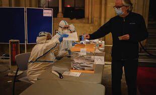Un bureau de vote en Catalogne durant l'épidémie de Covid-19, le 14 février 2021.