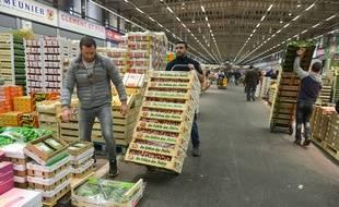 Un hall du marché de Rungis a été réquisitionné par la préfecture de police pour faire face à la surmortalité liée au coronavirus.