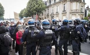 2.000 à 3.000 personnes ont participé a un rassemblement en hommage à George Floyd et contre toutes les violences policières devant le palais de justice de Rouen le 5 juin 2020.