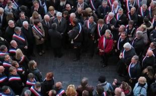Les élus de la Haute-Garonne, le 17 novembre sur la place du Capitole, lors de l'hommage aux victimes des attaques terroristes du 13 novembre.