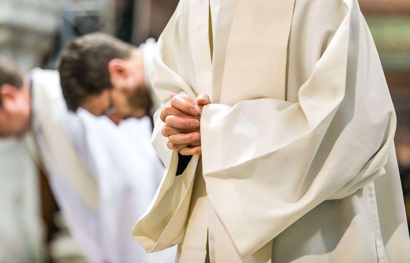 Un prêtre octogénaire mis en examen pour le viol présumé d'une fillette en 1998