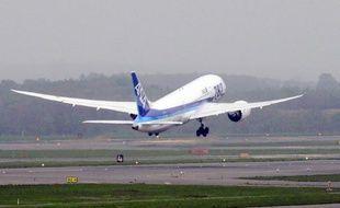 Après trois mois d'interdiction de vol de son nouveau 787, Boeing se bat pour rétablir sa crédibilité et conserver l'avantage sur son rival européen Airbus sur le marché des long-courriers.