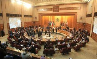 Les chefs de diplomatie arabes tardaient dimanche soir à se prononcer sur la mission controversée des observateurs en Syrie, de profondes divergences étant apparues avec l'annonce par l'Arabie saoudite de sa décision d'en retirer ses membres.