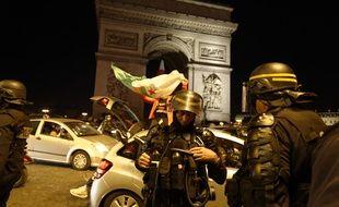 Un dispositif spécifique a été déployé ce vendredi sur les Champs-Elysées.