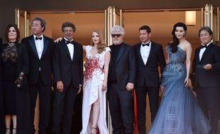 Le jury sur les marches à Cannes le 28 mai 2017