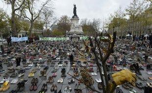 La place de la République à Paris recouvertes de chaussures en lieu et place d'une marche pour le climat interdite après les attentats, le 29 novembre 2015
